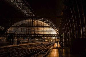 Scharfe Fotos bei wenig Licht – Leitfaden